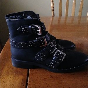 NWOT chic black studded boot